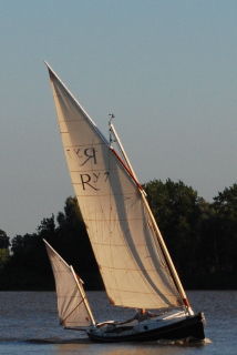 Upwind note boom position